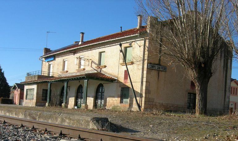 Edificio de la estación de tren en Campo de San Pedro