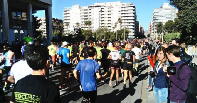 Imagen de la salida de la Media Maratón de Elche el 2 de abril de este año