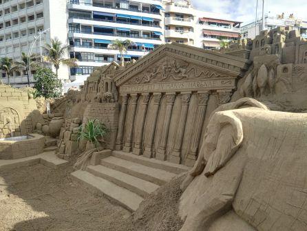 2.000 toneladas de arena arman el Belén de Las Canteras