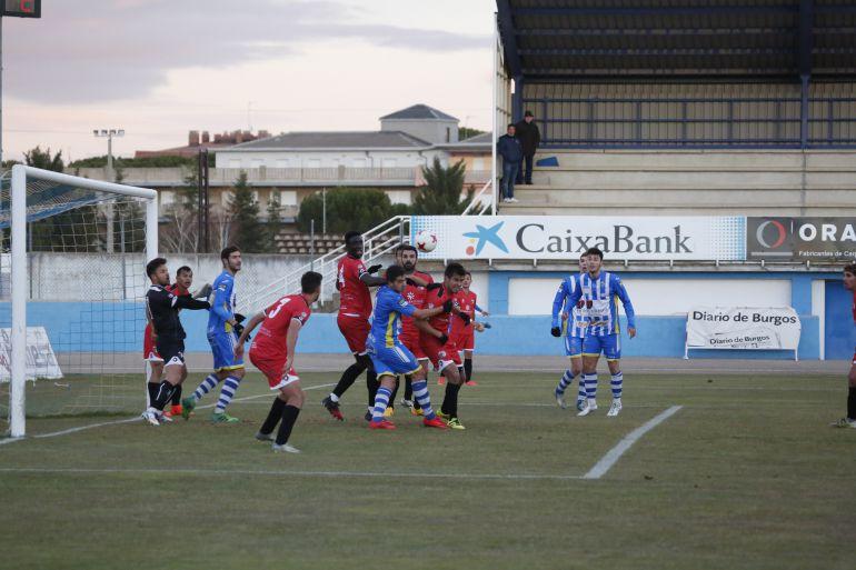 La falta de puntería de los blanquiazules fue otra vez protagonista en El Montecillo.