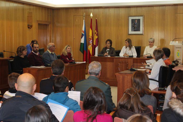 Escolares de Socuéllamos participan en el acto homenaje a la Constitución