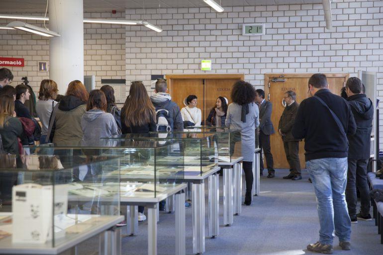 La Biblioteca de la UJI acoge la exposición 'Colectivos frente al miedo: grupos artísticos españoles 1945-75'