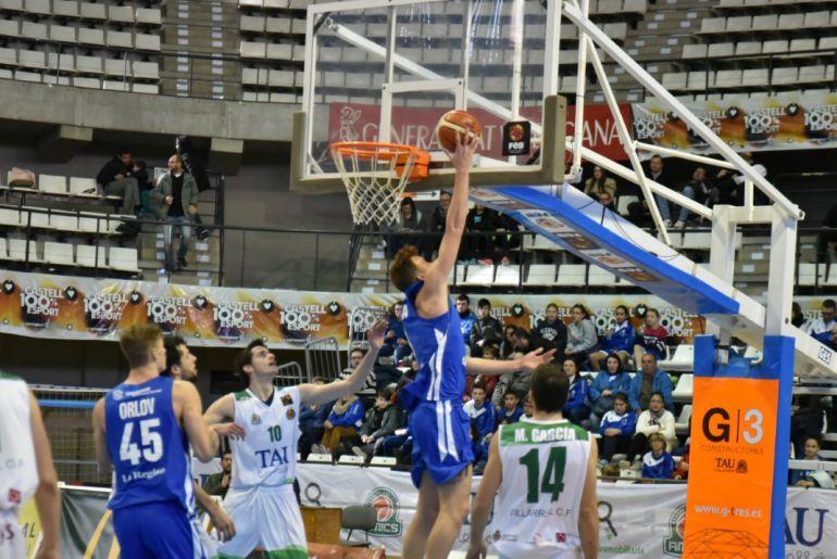 Undécima derrota del Club Ourense Baloncesto, esta vez en la cancha del Tau Castelló, por 82 a 64.