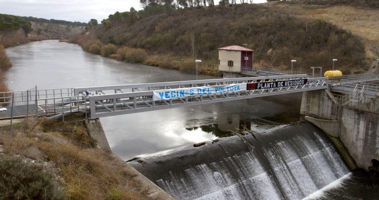 Vista del azud de Coca, donde la Mancomunidad Río Eresma gestiona el agua de 31 municipios de Valladolid y Segovia