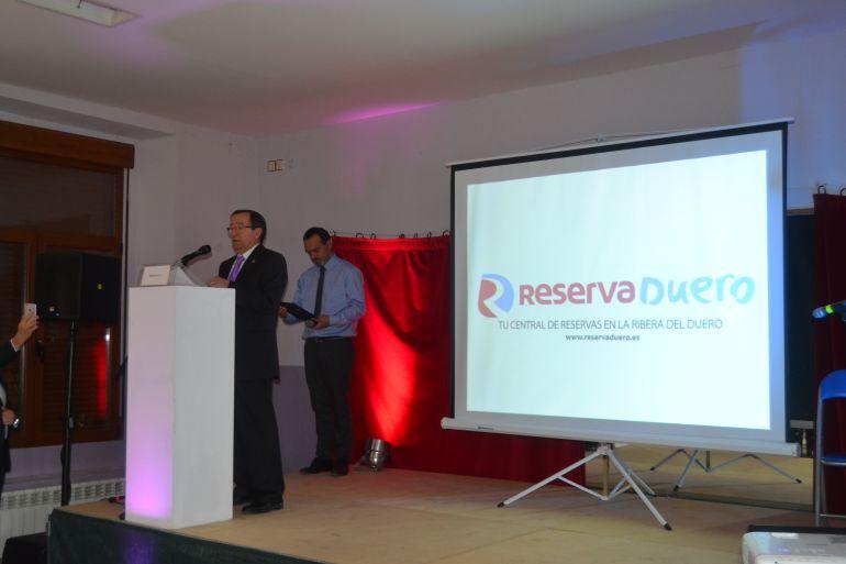 El alcalde de VAdocondes, Francisco José Núñez en un momento de su intervención en la presentación pública de Reserva Duero