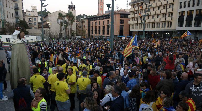 Una imatge de les concentracions que hi va haver a la Plaça Constitució després de l'1-O.