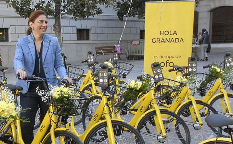 La concejala Raquel Ruz en la presentación de uno de los servicios de alquiler de bicicletas en Granada