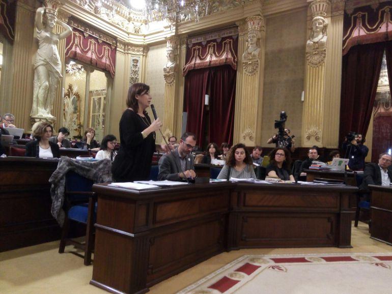 Francina Armengol en una intervención en el Parlament