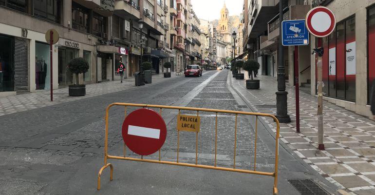 La calle Bernabé Soriano días antes de ser cerrada totalmente al tráfico rodado.