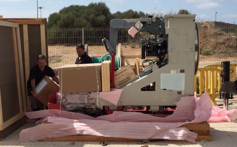 Todos los aparatos ya están listos para ofrecer la radioterapia en Menorca.