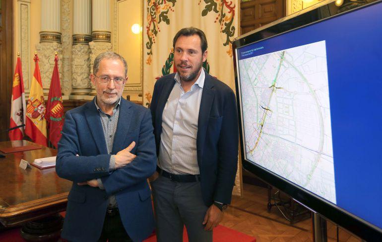 Manuel Saravia y Óscar Puente, durante la presentación del proyecto de integración ferroviaria