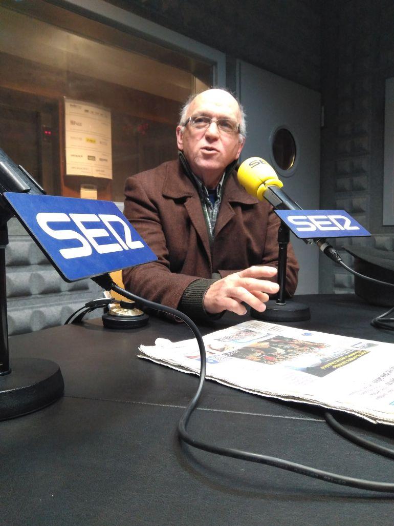 Ramón Patiño en los estudios de Radio Vigo
