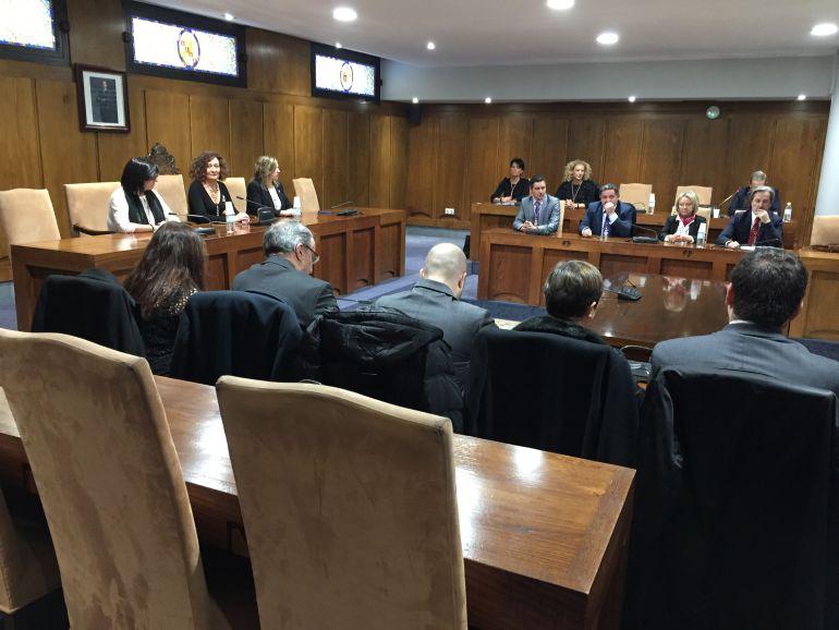 Siete concejales se negaron a entrar al salón de plenos