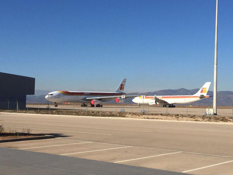El aeropuerto acoge dos aviones Iberia retirados