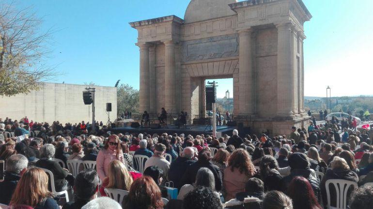 Concierto de Sergio de Lope en la Puerta del Puente para conmemorar el quinto aniversario de la declaración de los patios como patrimonio Inmaterial.