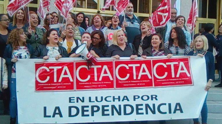 Trabajadoras del servicio de Ayuda a Domicilio en una protesta reciente