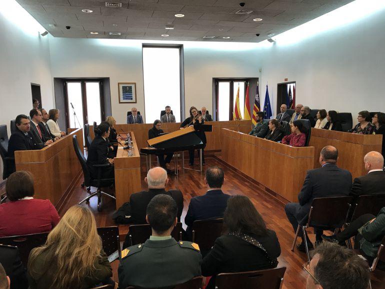 Imagen del acto institucional en el Ayuntamiento de Ibiza