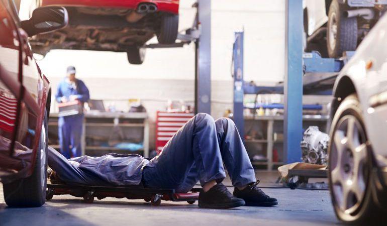 Los talleres recuerdan que es necesario revisar el vehículo antes de salir de viaje