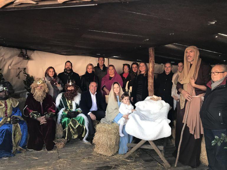 El alcalde, José Ignacio Landlauce, inauguró este miércoles el Belén Viviente de Pelayo.