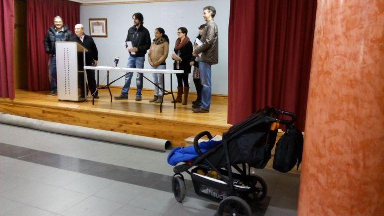 El alcalde de Castrillo de la Vega entrega el cheque-bebé a tres familias de la localidad