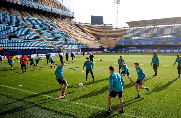 Los jugadores del Villarreal, durante el entrenamiento previo al encuentro de Liga Europa que le enfrentará mañana al Maccabi de Tel Aviv
