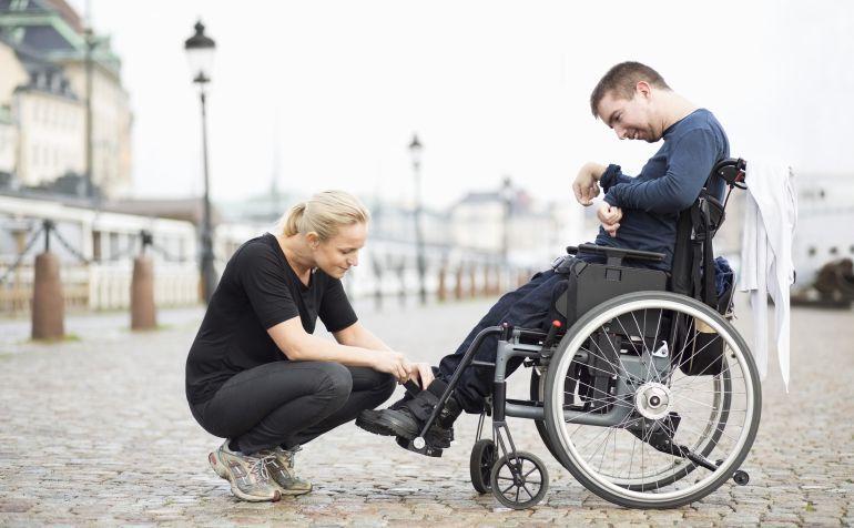 Persona dependiente con una cuidadora