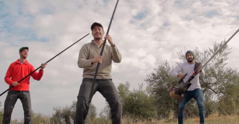Fotograma del vídeo 'Mi aceite' que han elaborado dos jóvenes de Frailes.