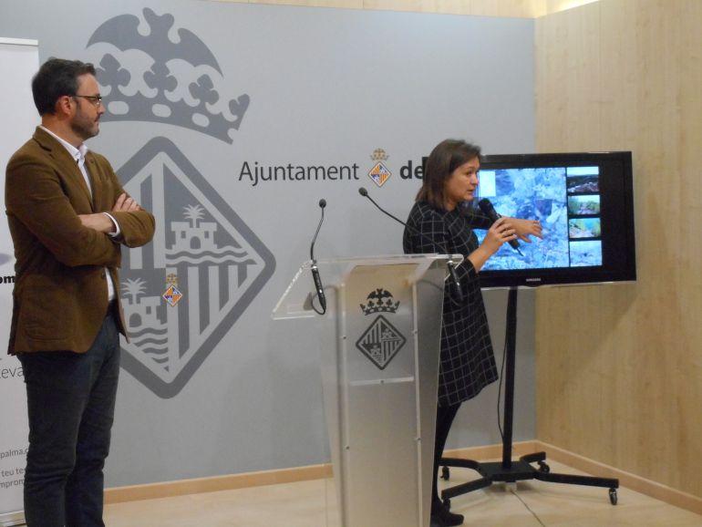 Mercedes Garrido y José Hila en la rueda de prensa.
