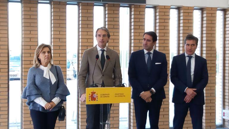 El ministro de fomento, Iñigo de la Serna, inaugurando la estación del AVE en Medina del Campo