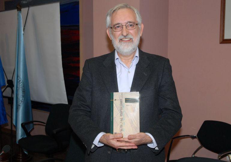Emilio Martínez Navarro también competirá por ser rector de la UMU