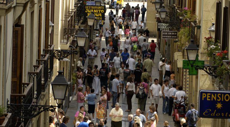 Imagen de archivo de la Parte Vieja donostiarra, una de las zonas de la ciudad con mayor concentración de apartamentos turísticos.