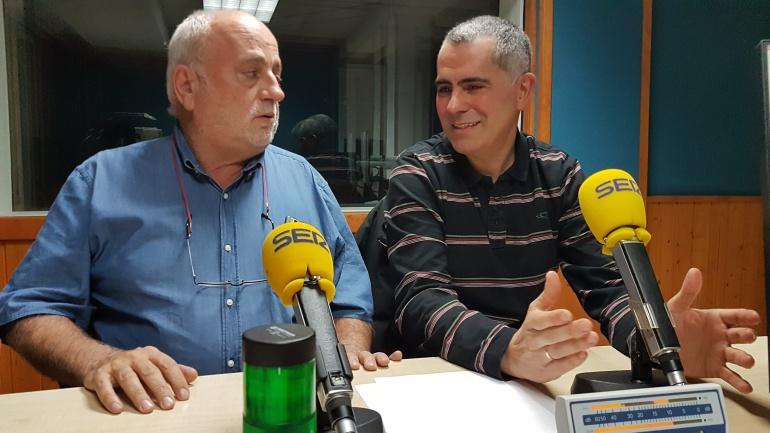 Javier Gómez Acebo y Miguel Saro en plena tertulia de la Ventana