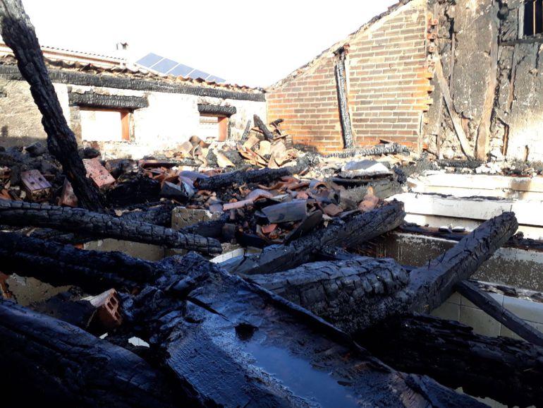 Algunas de las casas afectadas han quedado completamente destruidas.