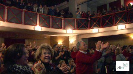 El teatro de La Merced lleno hasta la bandera aplaude en repetidas veces a José Sacristán