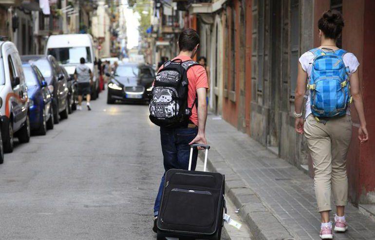 Turistas de camino a su alojamiento