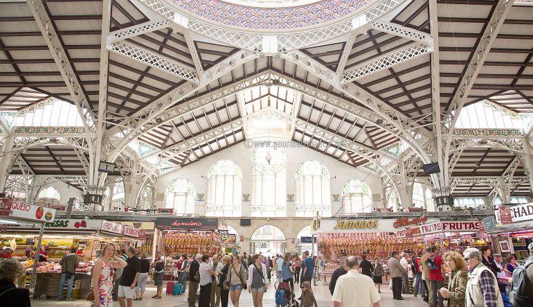 Turistas en el Mercado Central de Valencia
