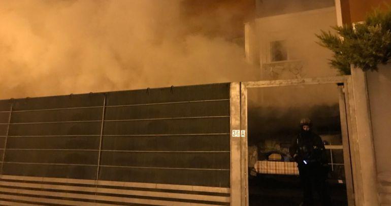 Los bomberos tuvieron que desplazar dos dotaciones para extinguir las llamas