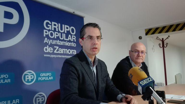 Los concejales populares Jose Luis González Prada y Julio Eguaras