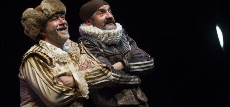 Los actores Rulo Pardo y Santiago Moler en la obra 'Rinconete y Cortadillo', sobre una de las Novelas Ejemplares de Miguel de Cervantes, dirigida por Alberto Conejero.