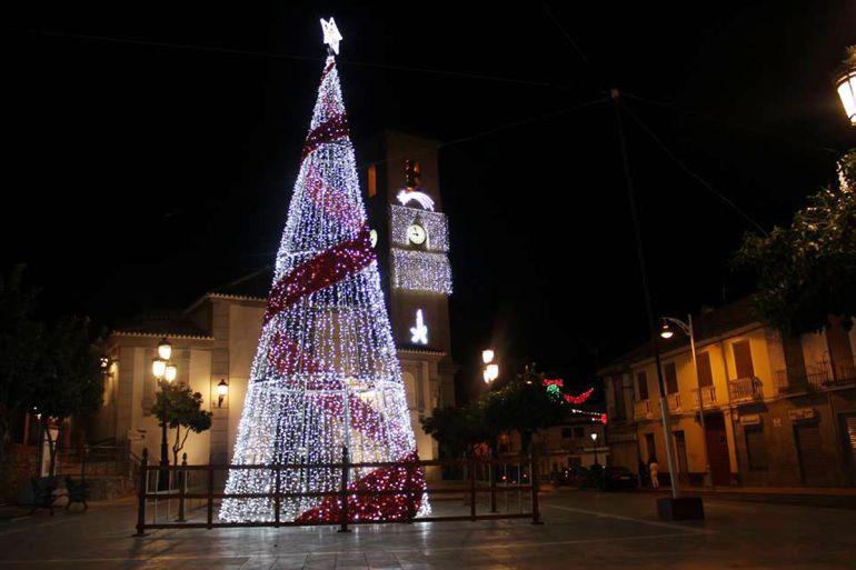 Alumbrado de Navidad en la Plaza de la Iglesia de Pinos Puente (Granada)