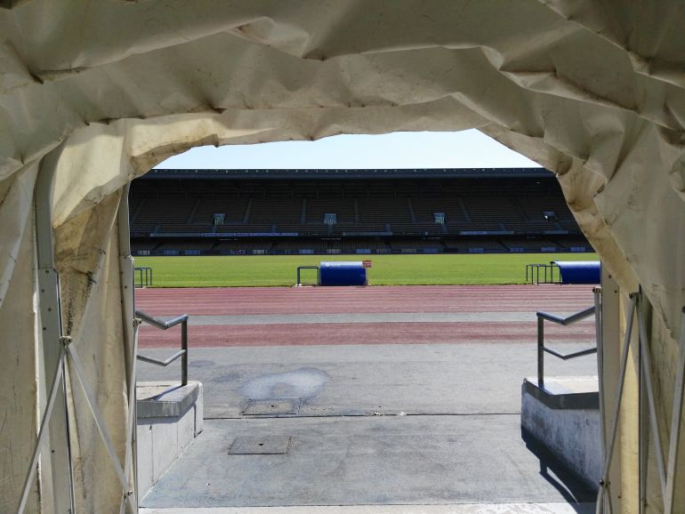 Imagen del estadio Chapín desde el túnel de vestuarios