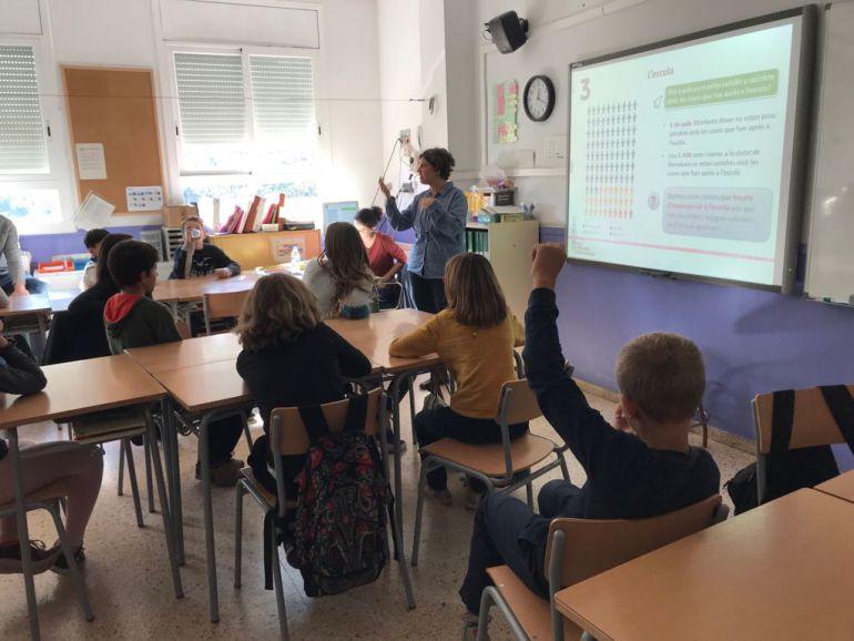 Els nens, a la classe mentre es feien preguntes i donàven respostes