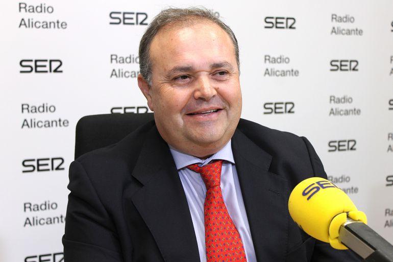 Cristóbal Navarro, en los micrófonos de Radio Alicante
