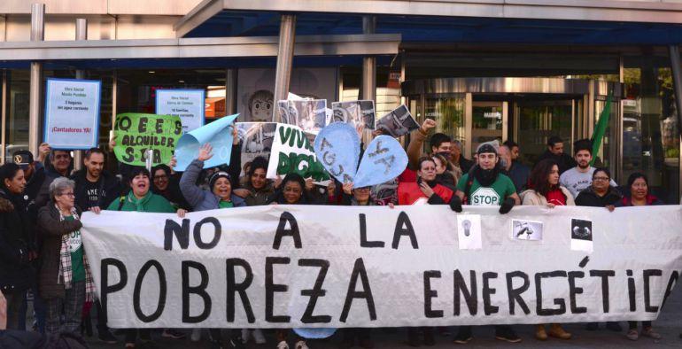 Protesta en las oficinas del canal para exigir agua corriente radio madrid hoy por hoy - Oficinas canal isabel ii madrid ...