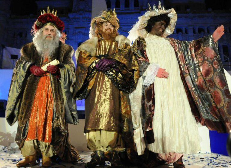 Los Reyes Magos desfilaron en la cabalgata de Madrid de 2017 con sus tradicionales atuendos