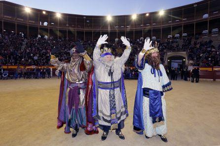 Los Reyes Magos, dando la vuelta al ruedo en la plaza de Toros en 2017.