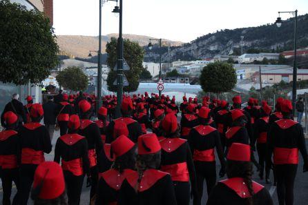 Los pajes negros, protagonistas indiscutibles en la Cabalgata de Alcoi.