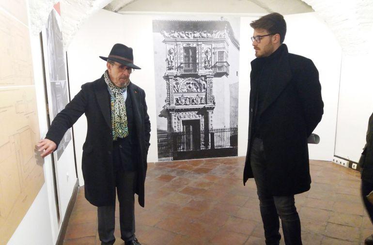 El director del Museo Arqueológico de Granada y el delegado de Cultura inauguran la exposición sobre la Casa de Castril en la Casa de los Tiros