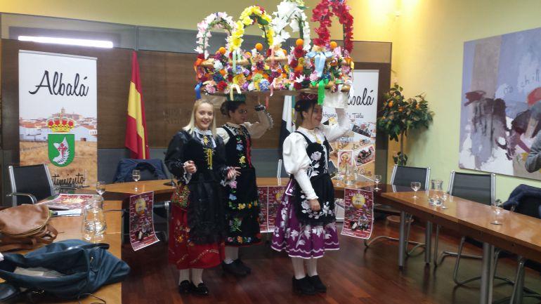 """Recreación de """"Las Tablas"""" de Albalá por varias jóvenes del municipio"""