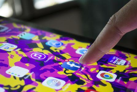 """Salud. Adicción a nuevas tecnologías: Expertos advierten del riesgo de """"usar la tecnología como niñera de los hijos"""""""